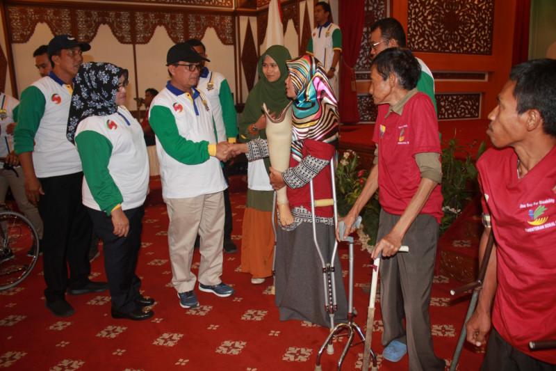 Pemprov Jambi salurkan alat bantu penyandang disabilitas