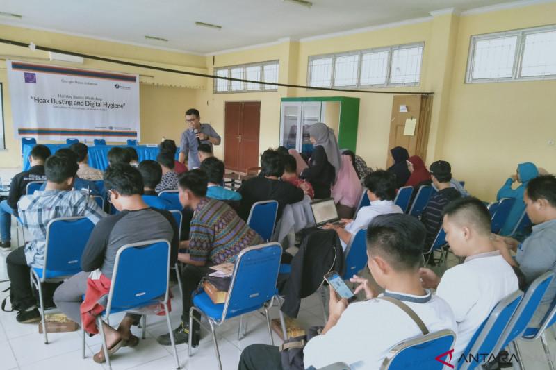 """Puluhan mahasiswa di Jambi ikuti workshop """"Hoax Busting"""""""
