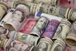 Dolar menguat, poundsterling merosot