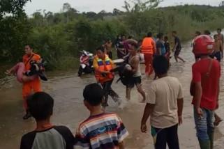 Mobil camat tenggelam saat terobos banjir, tiga penumpang meninggal dunia