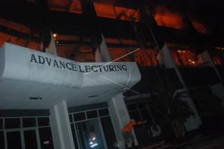 Gedung FKIP Darul Ulum Jombang terbakar