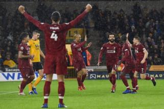 Liverpool bertengger di puncak