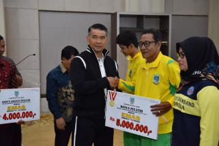 Fasha serahkan bonus atlet Porprov Kota Jambi
