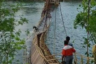 Jembatan Fair di Tual ambruk