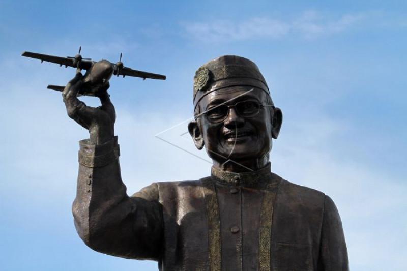 Patung BJ Habibie di Gorontalo