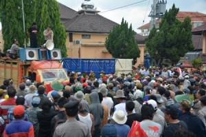 Demo di Polres Jember