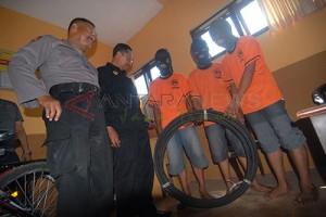 Polres Ngawi Ringkus Pencuri Kabel Milik Telkom