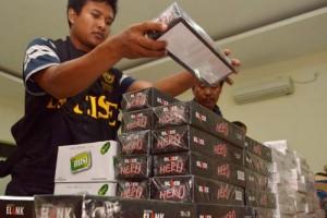 Bea Cukai Madiun Sosialisasikan Pendeteksian Pita Cukai Rokok