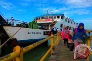 Sandar di Pelabuhan Kalianget