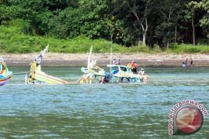 Demi Sesuap Nasi, Nelayan Jember Meregang Nyawa di Tengah Ganasnya Ombak