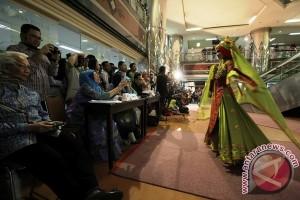 Dokter-Suster Husada Utama  Peragaan Baju Muslim di
