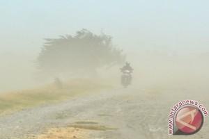 Waspadai  Hujan Lebat, Angin Kencang dan Gelombang Tinggi Dampak Badai Cempaka