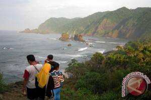 Sekdaprov Jatim: Wisata Pantai Jember Wajib Dikunjungi