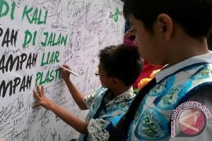 Ratusan Pelajar Sidoarjo Semarakkan Hari Peduli Sampah