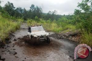 Picu Adrenalin dengan Reli Jeep Daki Merapi