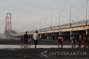 Berwisata Jembatan Suramadu
