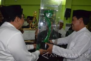 Gubernur Serahkan Award NU