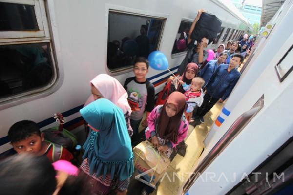 Daop Surabaya Siapkan Tiket Tambahan Libur Panjang Isra Miraj 1438 H