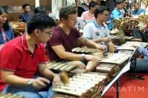Melongok Kegiatan Peserta Kemah Budaya Lima Negara di Unej