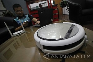 Robot Servis Pembersih Debu
