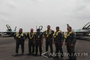 Lima Pesawat Tempur F-16 Hibah Tiba di Magetan