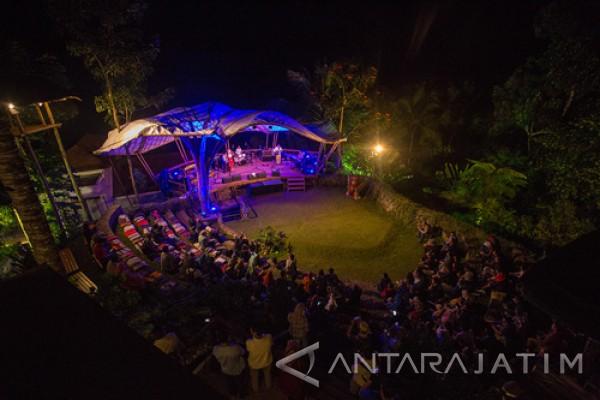 Andien-Marcell Janjikan Kedekatan dengan Penonton di Banyuwangi