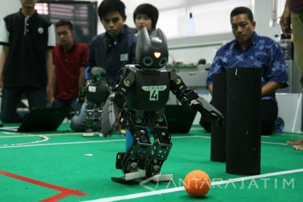 "Juara Dunia Sepak Bola Robot ""Ichiro""  Dapat Penghargaan"