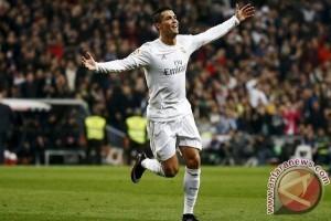 Ronaldo Raih Ballon d'Or Kelima Kalinya