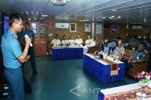 Perwira Atase Pertahanan Negara Sahabat Kunjungi KRI Makassar-590