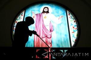 Sterilisasi Gereja Menjelang Natal
