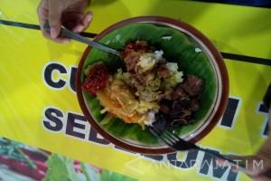 Mencicipi Nasi Koyor Simpang Lima