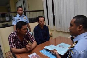 Kantor Imigrasi Madiun Deportasi  Dua Warga Tiongkok