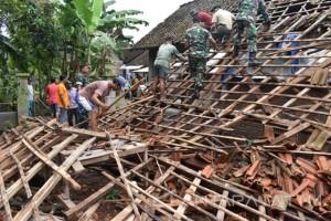 Puting Beliung Rusak Rumah Warga di Madiun