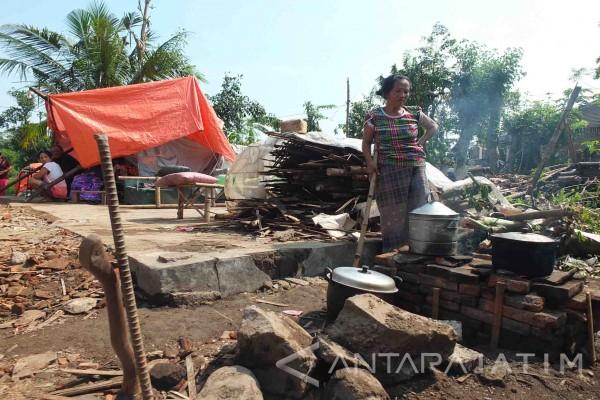 Korban Puting Beliung Jember Masih Tinggal di Tenda Darurat