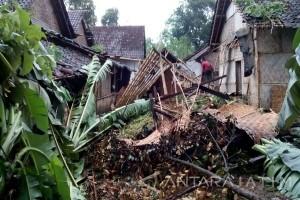 Puting Beliung Rusak Ratusan Rumah Warga di Jember
