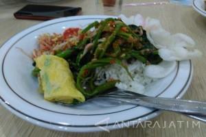 Pedasnya Plecing Kangkung khas Lombok