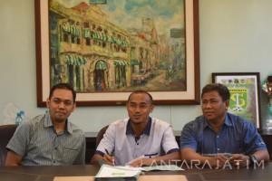 Kontrak Pesepak Bola Persebaya Surabaya