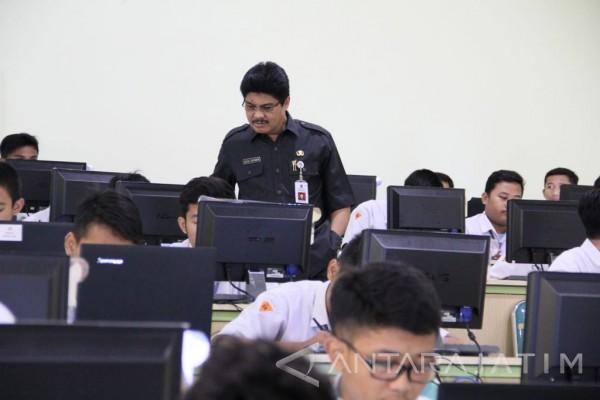 Dindik Jatim Tinjau Pelaksanaan USBN SMK di Surabaya