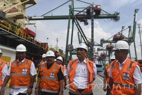 Luhut Minta Teluk Lamong Buka Akses Truk Berbahan Bakar Non-gas
