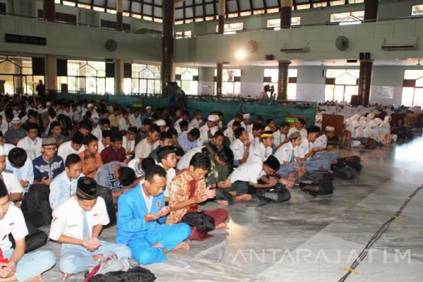 Ratusan Pelajar SMA Sidoarjo Ikuti Doa Bersama
