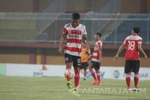 Madura United Jamu Bali United di Pamekasan