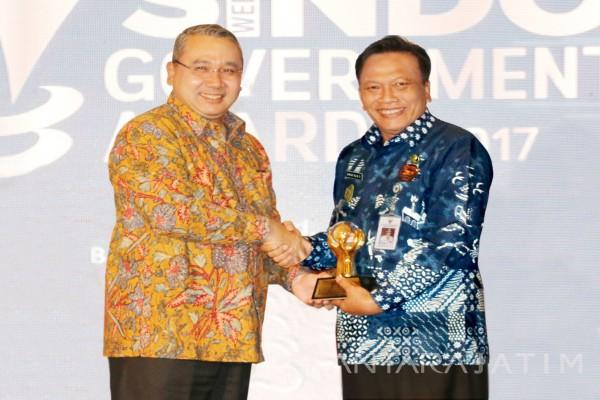 Bupati Gresik Kembali Raih Government Award Bidang Investasi Infrastruktur 2017