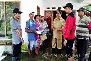 Bupati Lumajang Tinjau Rumah Warga Korban Banjir