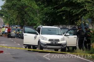 Pemeriksaan Mobil Terduga Teroris