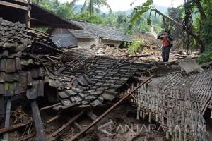 Angin Puting Beliung Robohkan Rumah Warga Ngawi
