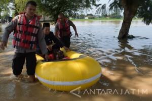 Sepuluh KK Warga Ngawi Dievakuasi Akibat Banjir