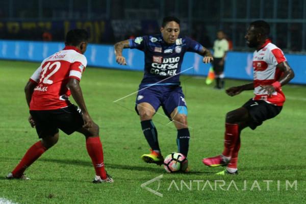 Dua Pilar Arema FC Absen Hadapi Persela
