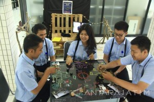 Mahasiswa Ubaya Kenalkan Statistika Lewat Permainan Karambol