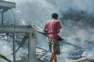 Bangunan Milik Warga Pademawu Pamekasan Terbakar