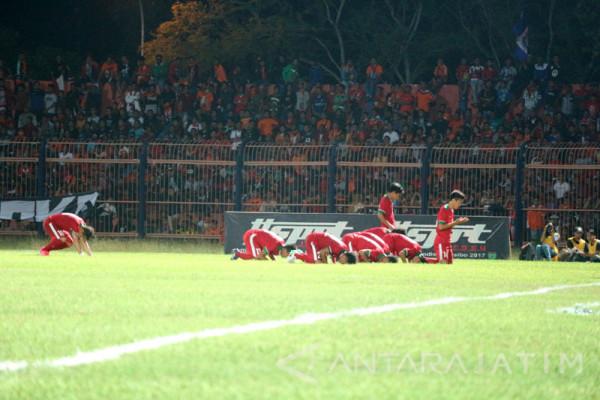 Sepak Bola - Persibo Imbang 1-1 Lawan Timnas U-19 (Video)